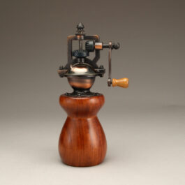 Antique Style Pepper Mill in Quina
